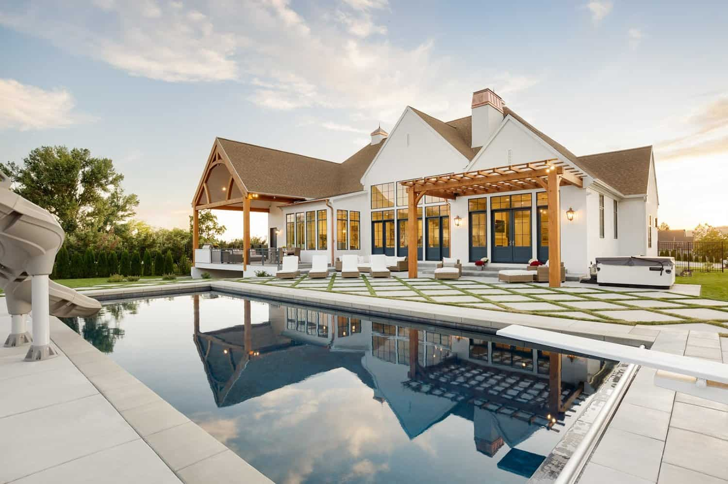 French-modern-style-home-swimming-pool