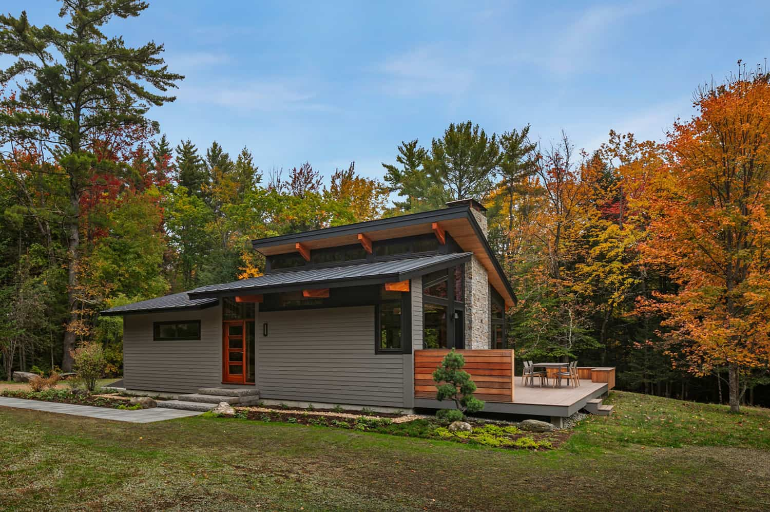 A beautiful midcentury deck house in New Hampshire invites nature inside