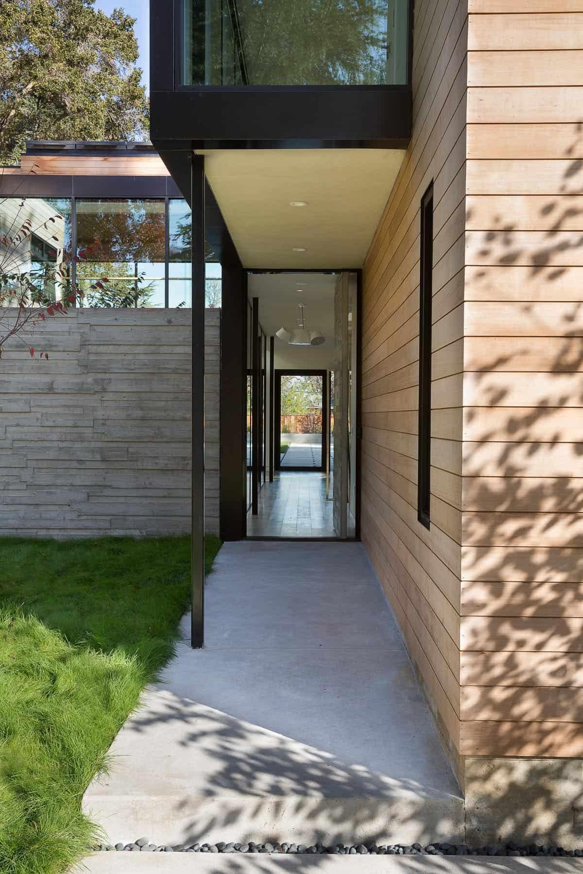 modern-courtyard-home-entry