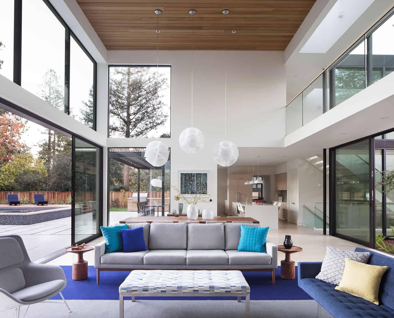 modern-courtyard-home-living-room