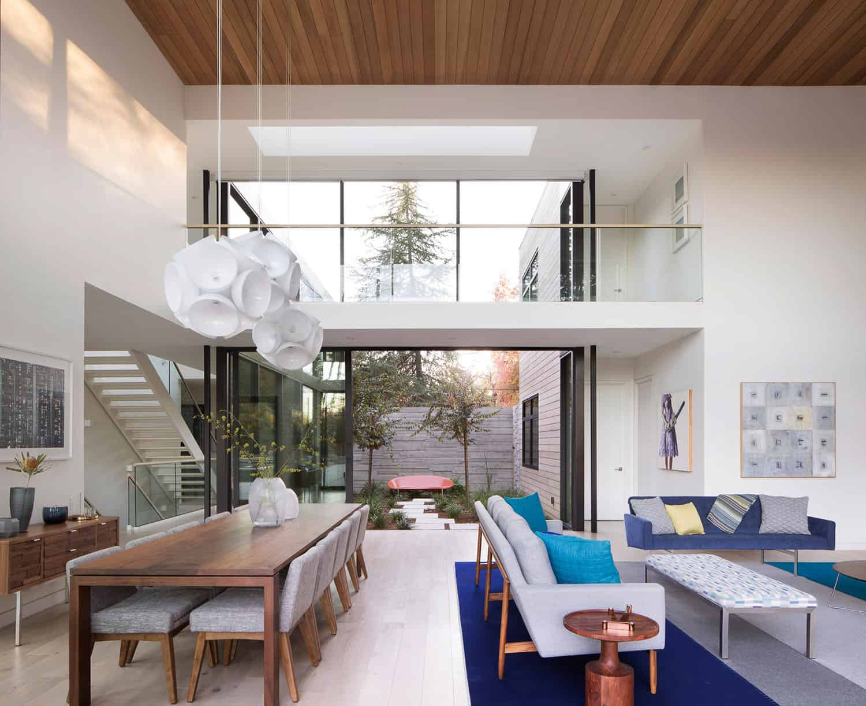 modern-courtyard-home-great-room