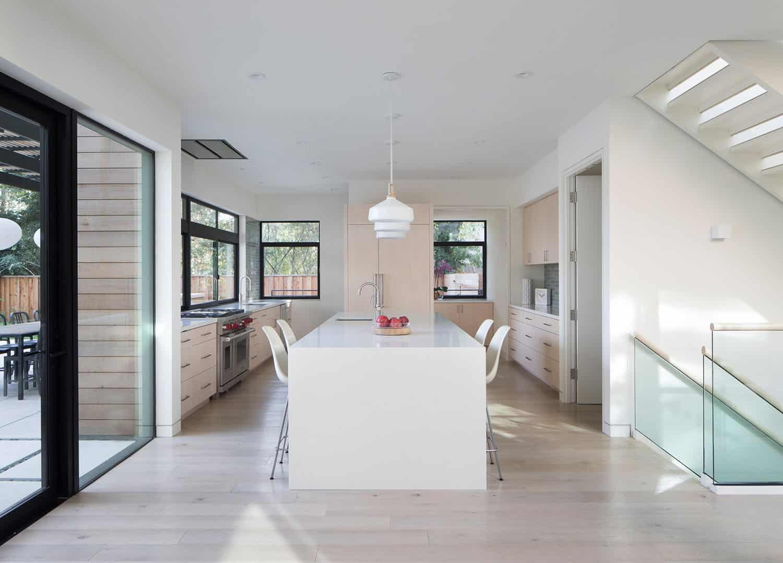 modern-courtyard-home-kitchen