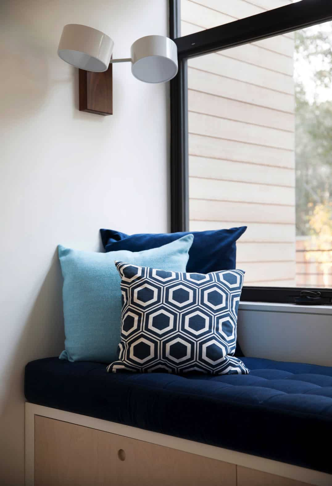 modern-teen-girl-study-with-built-in-window-seat