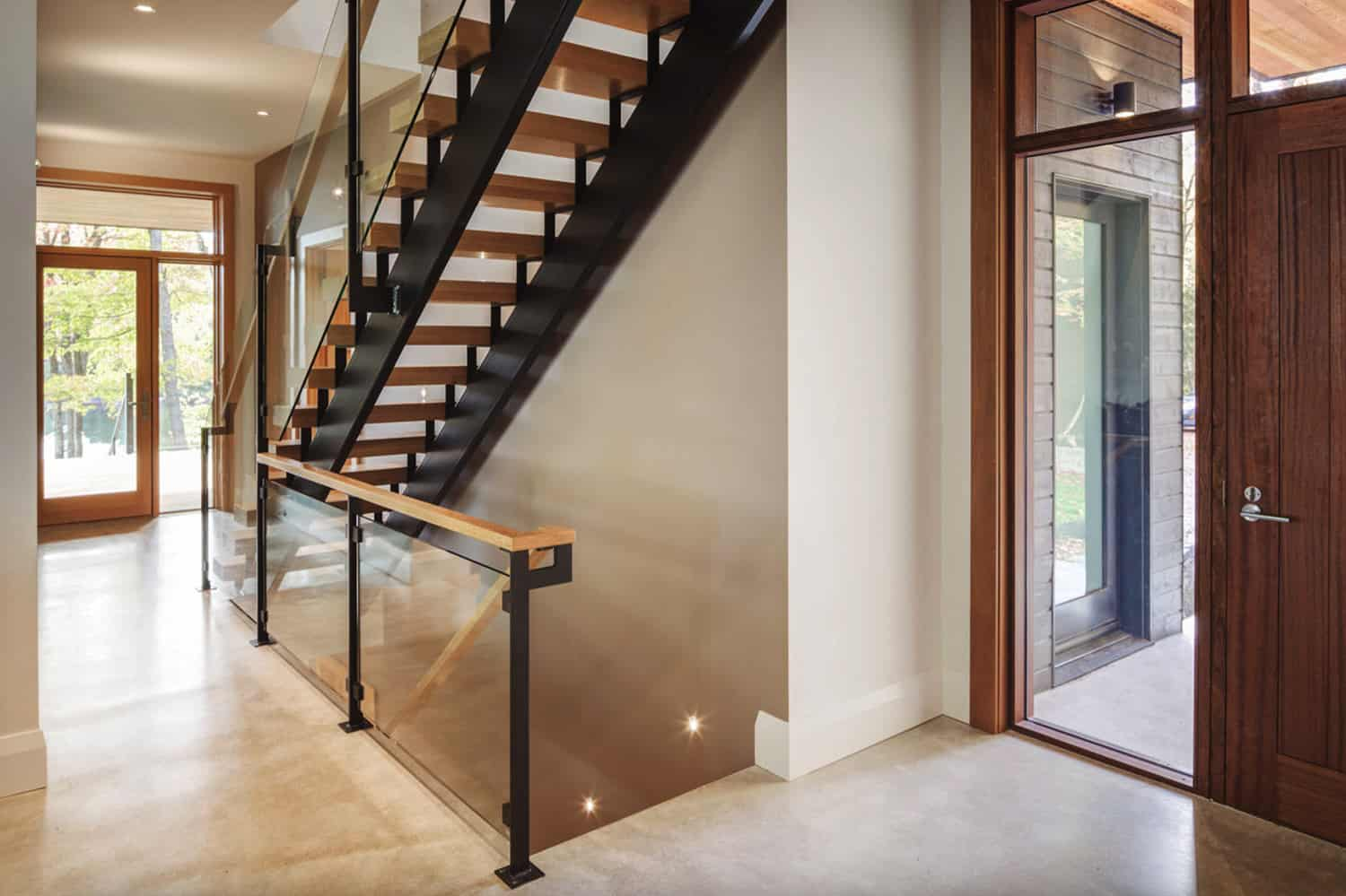 modern-lake-cottage-entry-and-staircase