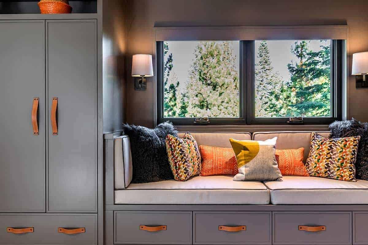 mountain-contemporary-window-seat