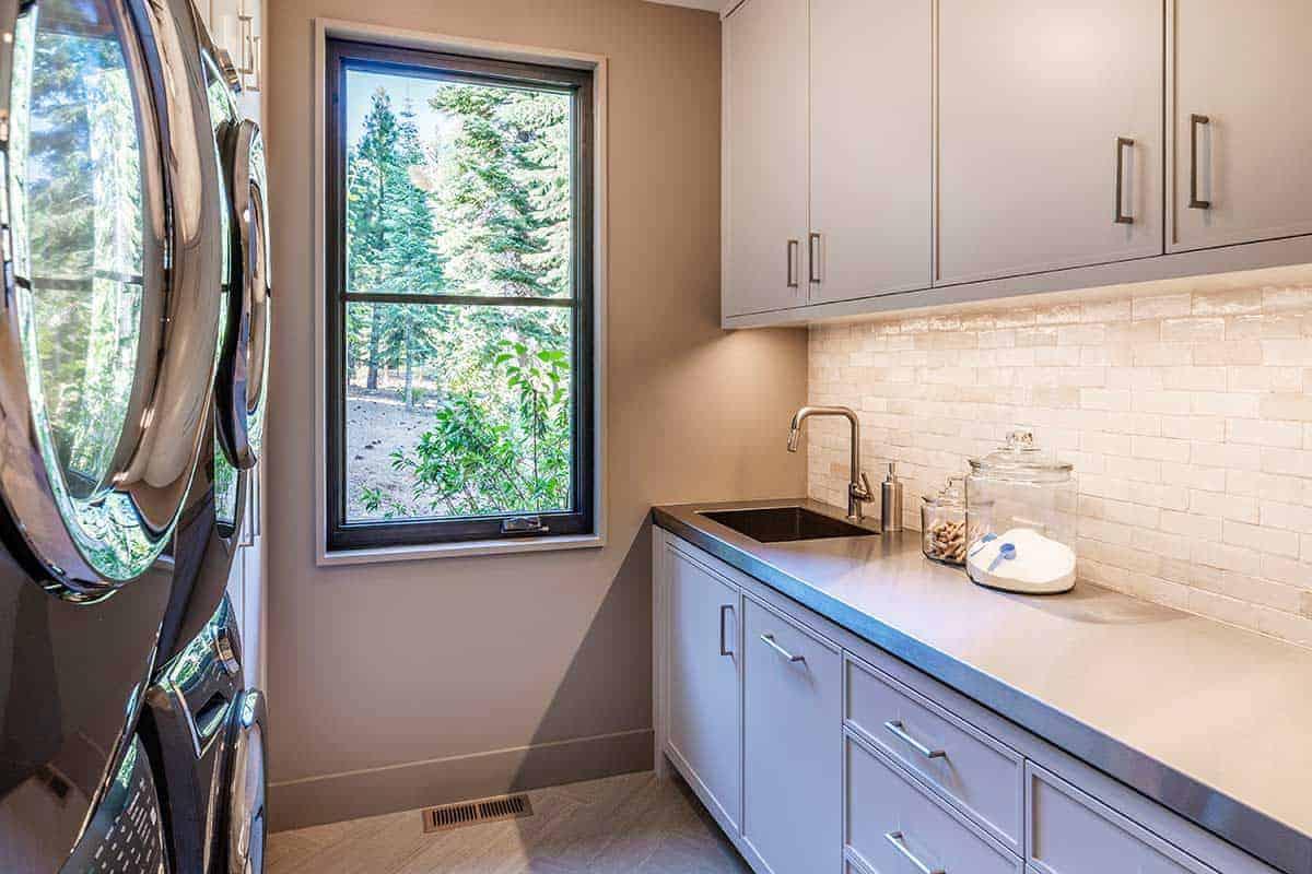 mountain-contemporary-laundry-room
