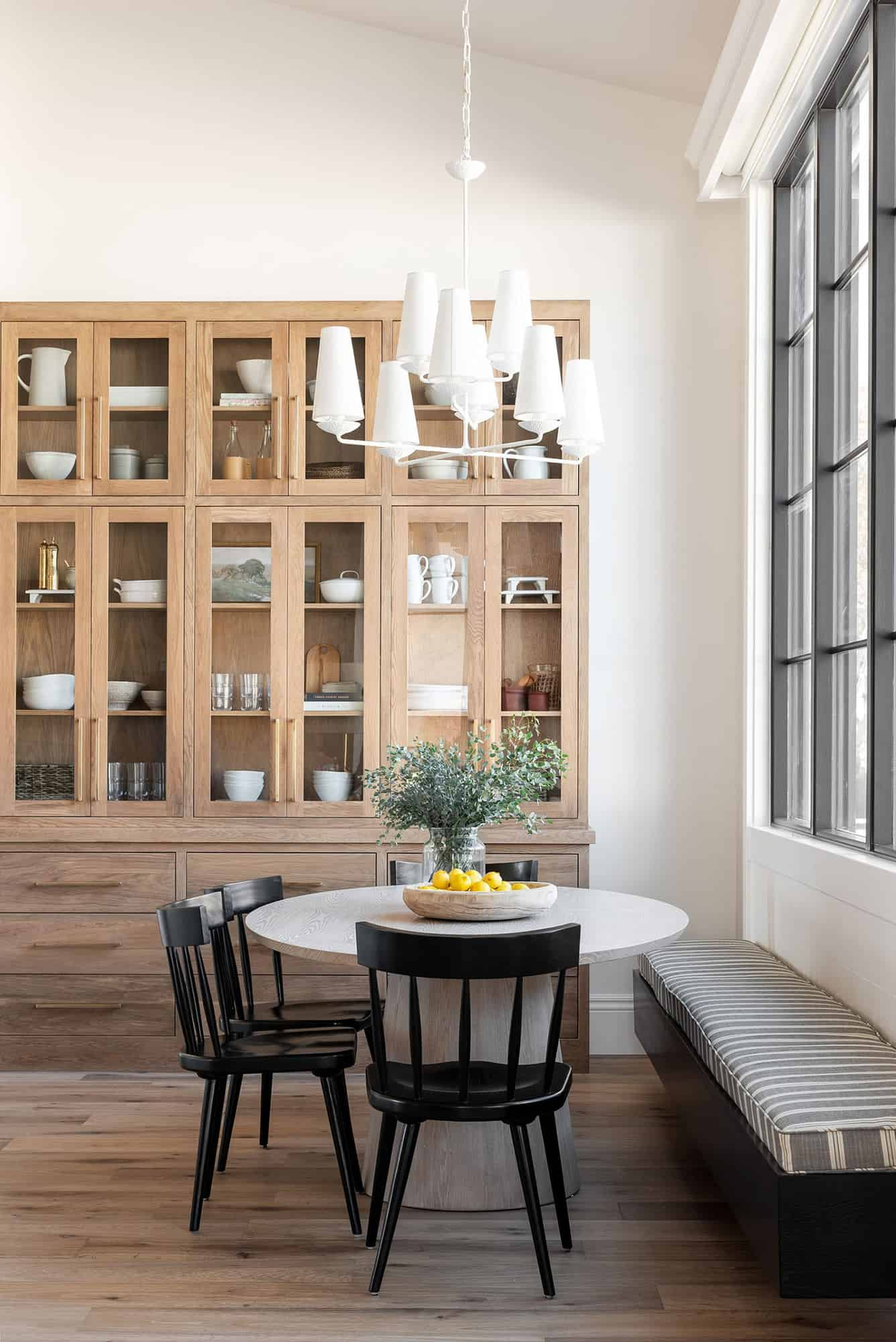 rambler-style-house-kitchen-breakfast-nook
