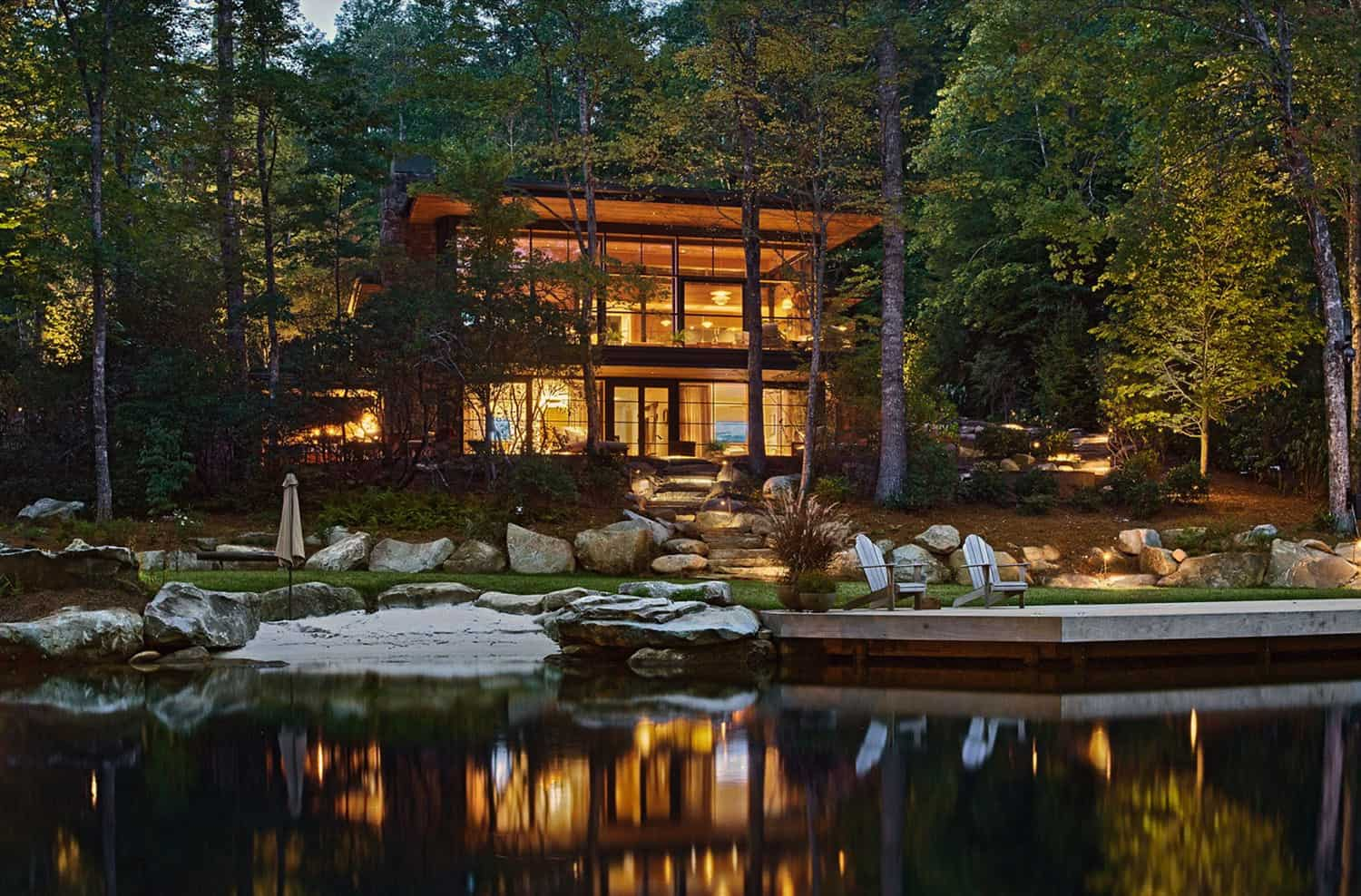 A breathtaking lake house in harmony with the North Carolina wilderness