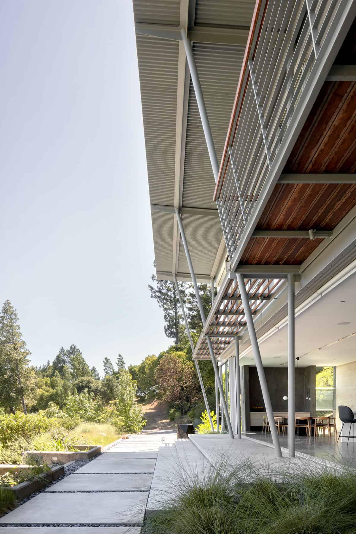 modern-california-wine-country-home-balcony