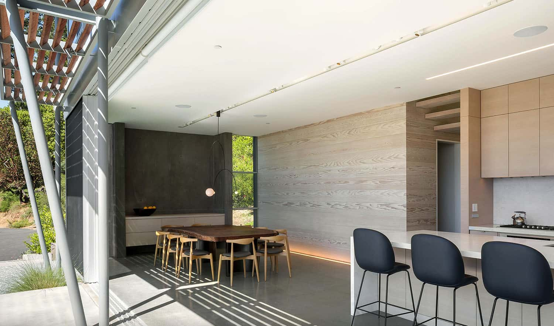 modern-glass-cabin-great-room