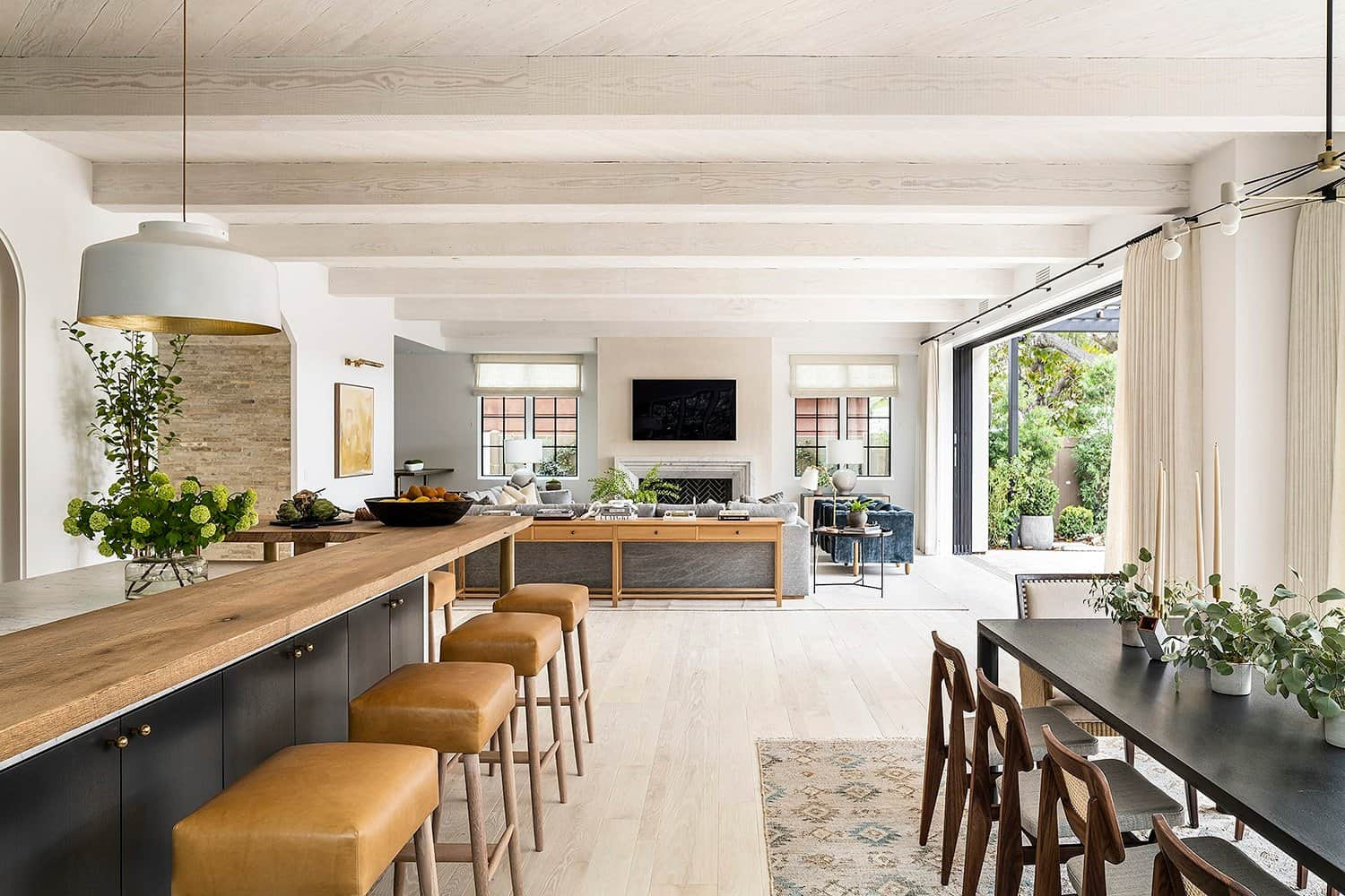 transitional-french-style-kitchen