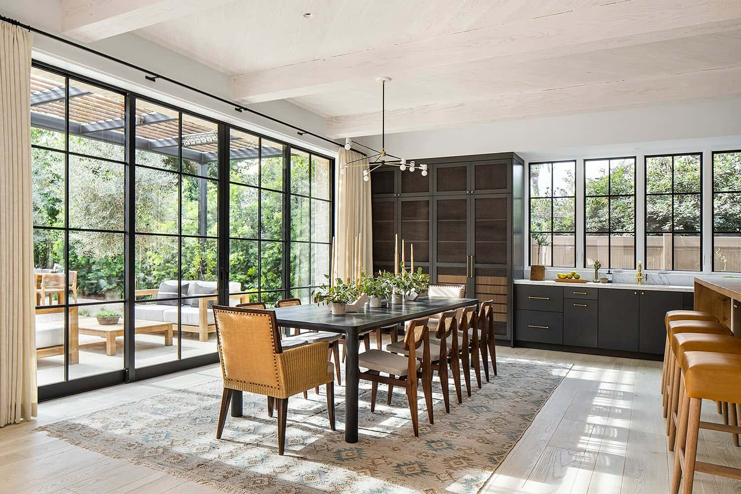 transitional-french-style-dining-room