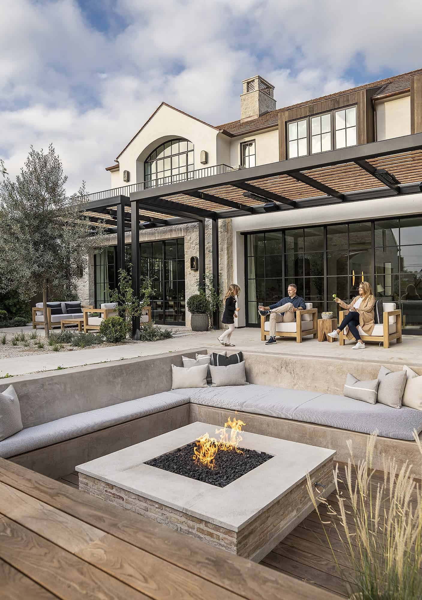 transitional-style-outdoor-fire-pit