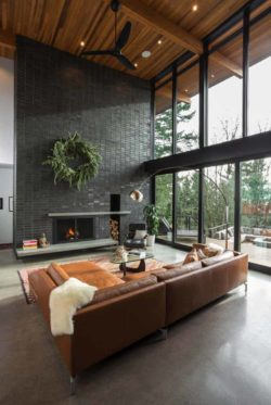 Midcentury modern home in Portland embraces indoor-outdoor living