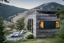 rustic-modern-mountain-home-exterior